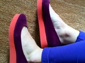 Violetiniai moteriški bateliai su ryškia platforma