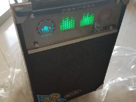 Aktyvi garso kolonėlė su vidine baterija ir mikraf