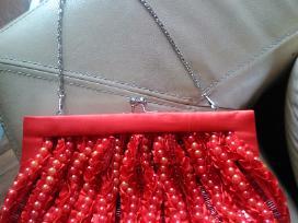 Raudona rankinė, delninukė