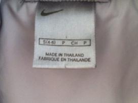 Plonyte pilka Nike striukyte su kapisonu