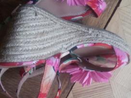 Gražūs bateliai basutės