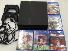 Sony ps4 su dviem pulteliais