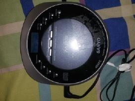 Sony CD.(trukineja garsas)sanyo Veikia tik radija)