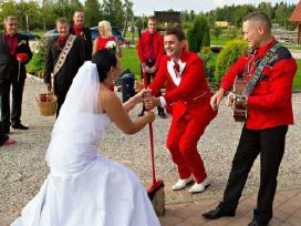 Renginių vedėjas ir gyva kokybiška muzika!