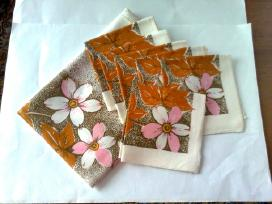 Naujas spalvotas lininis servetėlių komplektas