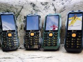 Telefonas P242 (atsparus) + Dovana
