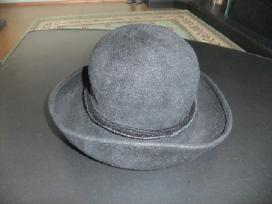 Juoda skrybėlė