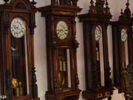 Pastatomi antikvariniai laikrodžiai Yra Įvairių
