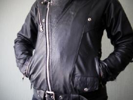 Moteriška juoda odinė metalistų striukė, koža