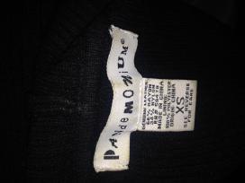 Juodas megztinis su oda ir kapišonu