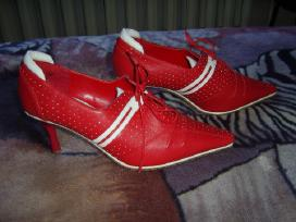Raudoni bateliai