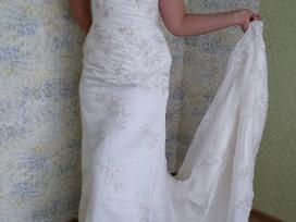 Vestuvine suknele su ranku darbo siuvinejimais