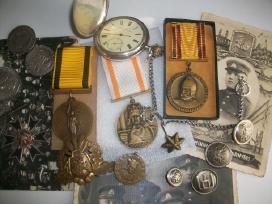 Perku apdovanojimus ir monetas kolekcijai papildyt