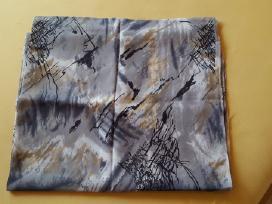 Pilkas margas plonas audinys