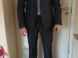 Mėlynas vyriškas kostiumas