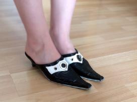Blizgūs, juodai balti klasikiniai bateliai