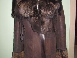 Iskirtiniai avikailio kailiniai su juodsidabre