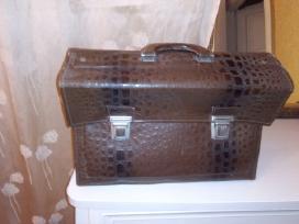 Parduodu vyrišką odinį portfelį rudą