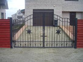 Tvorų, vartų, montavimas. trinkelių klojimas