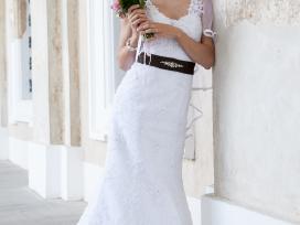 Figūrą pabrėžianti suknelė lieknai merginai )