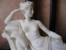 Statulele (manau kad alabast ). zr. foto