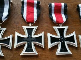 Parduodu kelis medalius ir ordinus kainos po 15