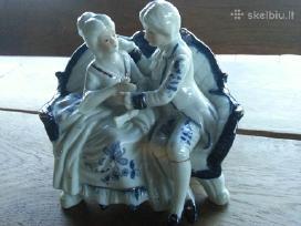 Siulau porcelenine statulėle šoka,groja 20 euru