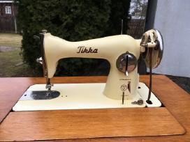 Veikianti antikvarinė siuvimo mašinėlė Tikka