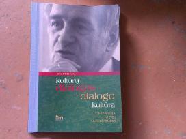 Įvairios knygos. Yra daug apie lietuvių kalbą