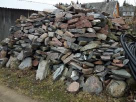 Skalditi lauko akmenis