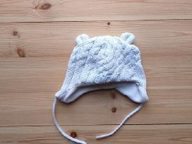 Šilta, minkšta kepurė su ausytėmis