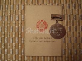 Ltsr medalis 1940 - 1965 su dėžute ir dokumentais.