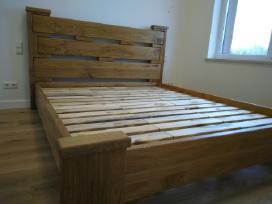 Dvigulės lovos iš medžio masyvo, čiužiniai.