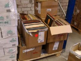 """Dėžė plokštelių, 7"""" singlų ~100 vnt"""