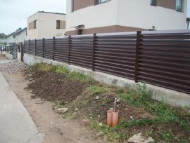 Metalinės, skardinės, segmentinės tvoros tvėrimas - nuotraukos Nr. 4