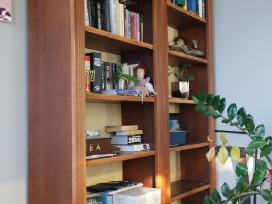 Dailūs stelažai namų bibliotekai. Katės neparduo:)