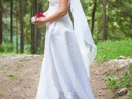 Nuostabi atlasinė suknelė