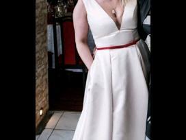 Elegantiska vestuvine suknele