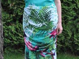 Nuostabi gražių spalvų suknelė