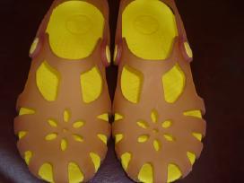 Basutes crocs C13.