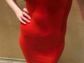 Ryškiai raudona suknelė