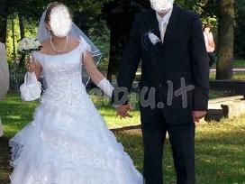 Balta nuotakos suknele