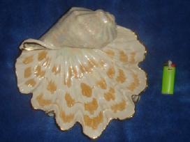 Tarybinė porcelianinė saldaininė kriauklė. .
