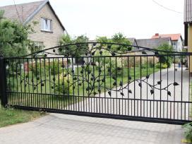Stumdomi slankiojantys vartai, kiemo vartai, tvora
