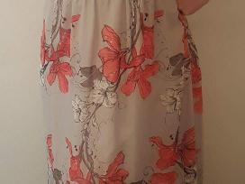 Lengva, krentanti suknelė vasarai
