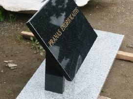 Paminklinės lentelės kapams. Paminklai plokstes