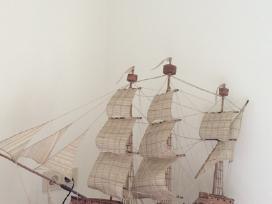 Molinis laivas su burėmis