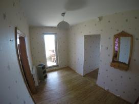 Parduodamas 2-jų kambarių butas su holu