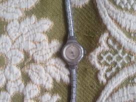 Rankinis Moterskas laikrodis Slava kvarcinis