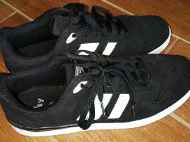 Batai 44 dydžio